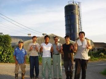 仔牛と一緒に成長し、酪農全てを学べる場所!女性スタッフも活躍中♪