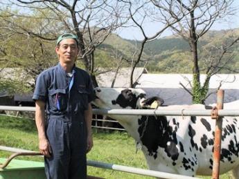 首都圏にありながら、のんびりとした空気が流れる場所 山の上にある牧場で、牛たちのために一緒に働きませんか?