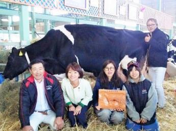 \未経験者大歓迎/=より自然に近い形で飼うことを心掛けています= 経営、牛の管理、牛の美しさなど様々な角度から酪農を楽しんでいます♪《月給230,000円~》