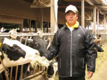 広い大地で牛たちをノビノビと育てています!未経験歓迎♪豊かな自然を感じながら仕事をしませんか?楽しい仲間が待ってます!【お休み多め&待遇充実&住宅手当あり】