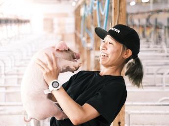 クラウドシステムやデータを活用した生産管理と高品質な餌で、東京市場でも最高の単価で落札される上質な豚作りをしませんか? ★完全週休2日★