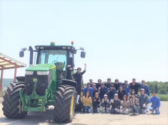 北海道で磨こう「君の人生」! 子牛たちが待っています!☆やりがい、福利厚生、生活環境充実の牧場です \中途入社、新卒生同時募集中/《寮費無料・4週5休》