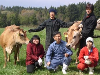 福井県勝山市で日本の酪農家の中でも数少ないジャージー種を飼育している牧場です♪\牛舎近くに寮あり/