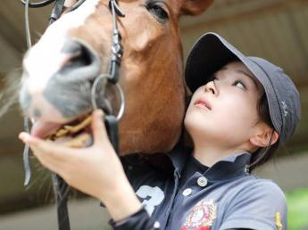 馬を愛し、馬乗りとして向上心を持っている方募集! ★未経験から馬術競技馬育成・調教のプロという可能性もあり