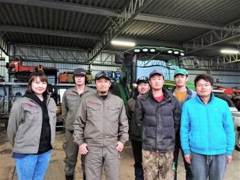 農業にも働き方改革を! ゆとりある労働環境で、真剣に農業と向き合っていきませんか? 未経験歓迎!農業のことをしっかり学べる環境です。