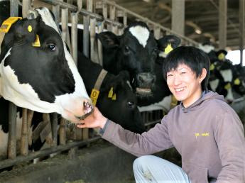牛への感謝の気持ちを忘れずに、一緒にいい仕事をしよう! 基本を忠実に、九州でもトップクラスの乳量を誇る牧場です。 【未経験の方大歓迎!】