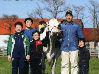 良い土づくりにこだわり、放牧酪農をおこなっています 日本最北端の村で牛と温かいファミリーとともに暮らしませんか?