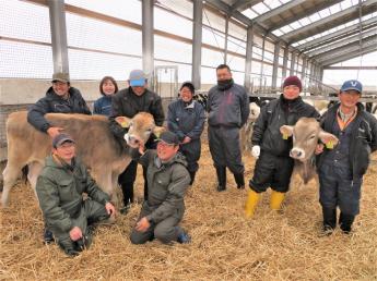 自然豊かな牧場でやりがいのある仕事をしませんか? 農業団体連合会直営牧場だから安定の待遇で働けます♪