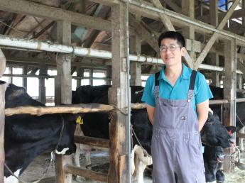 新規就農3年目。まだ始まったばかりの小さな牧場です。 私たち夫婦2人が温かくお迎えします! ◎未経験の方大歓迎!