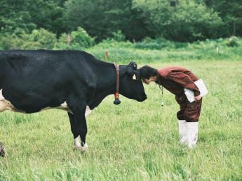 \有機酪農の新規牧場スタッフを募集!/ 人・乳牛・環境に配慮した持続可能な循環型酪農の実践を目指しています! 2020年6月に乳製品を手がける「株式会社カネカ」と北海道でも規模トップクラスの「別海ミルクワールド」で設立した会社です。
