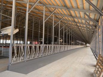 「牧場で働きたい」「牛が好き」「北海道で働きたい」・・ そんな方はぜひ当牧場へお越しください! 牛にとっても人にとっても快適な牧場なんです!